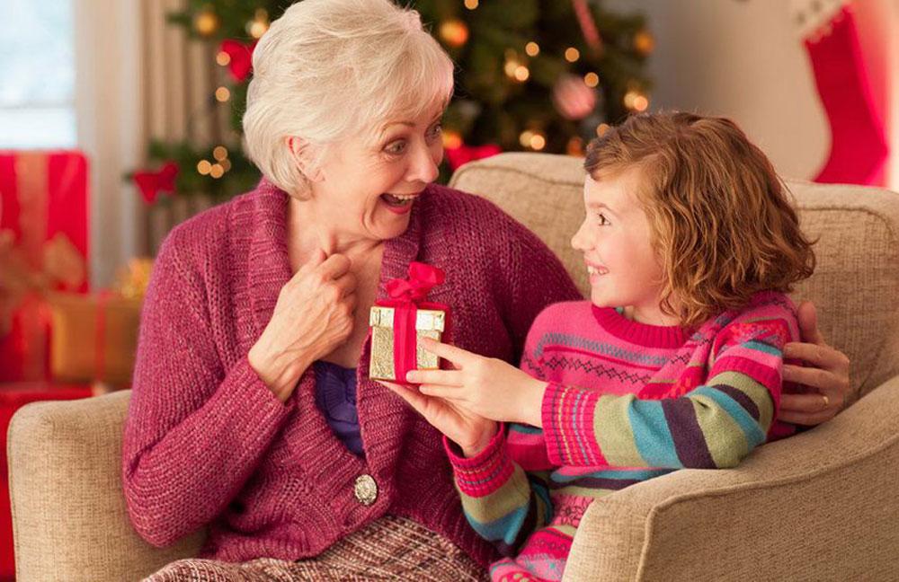 Подарунок бабусі на Новий рік 2021