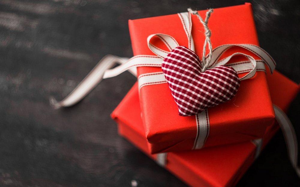 Подарунок однокласниці на 14 лютого