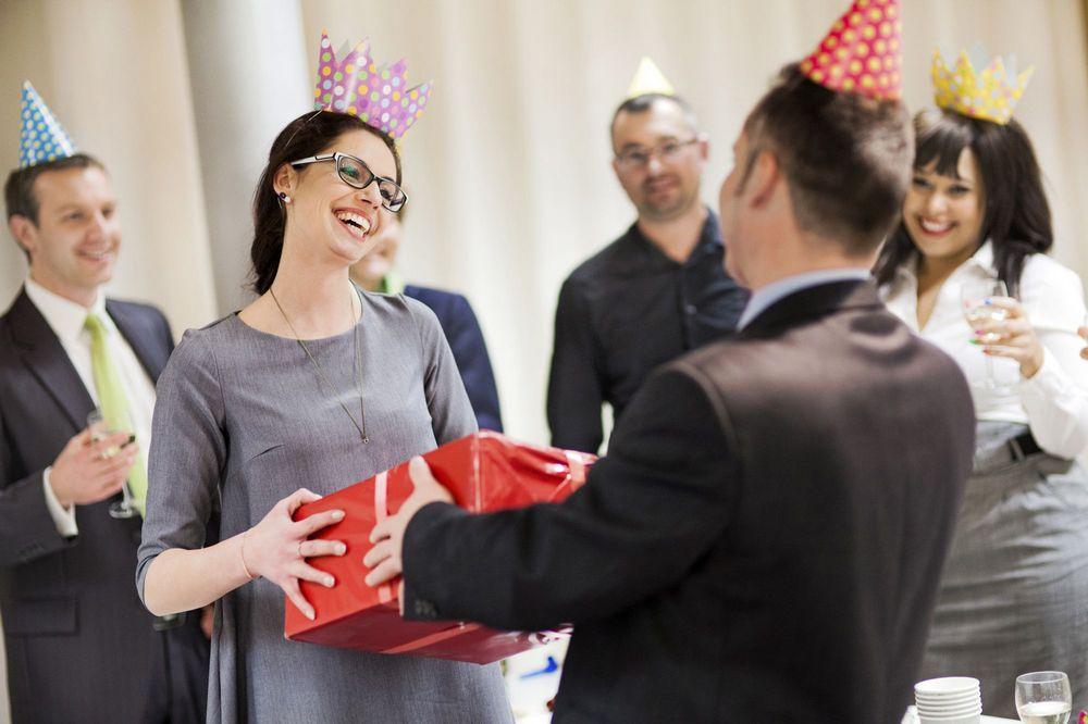 Подарунок керівнику жінці на День народження